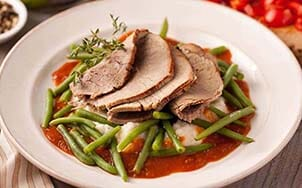 sliced-roast-beef-with-red-wine-demi