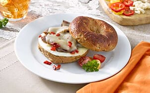 bagel-sandwich-with-egg-roast-beef-and-pepper-jack