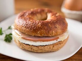 Bagel Sandwich with Egg, Natural Ham and Swiss